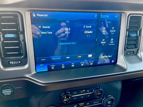 2021-Ford-Bronco-outer-banks-multimedia