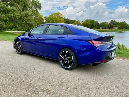 2021-Hyundai-elantra-nline-fastback-carprousa
