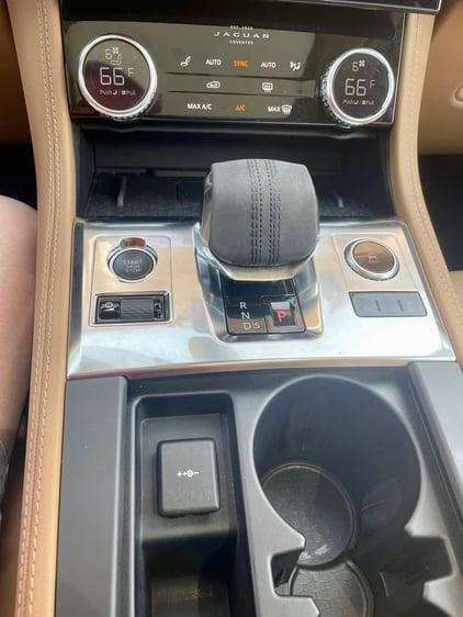 2021-Jaguar-Fpace-vertical-console-carprousa