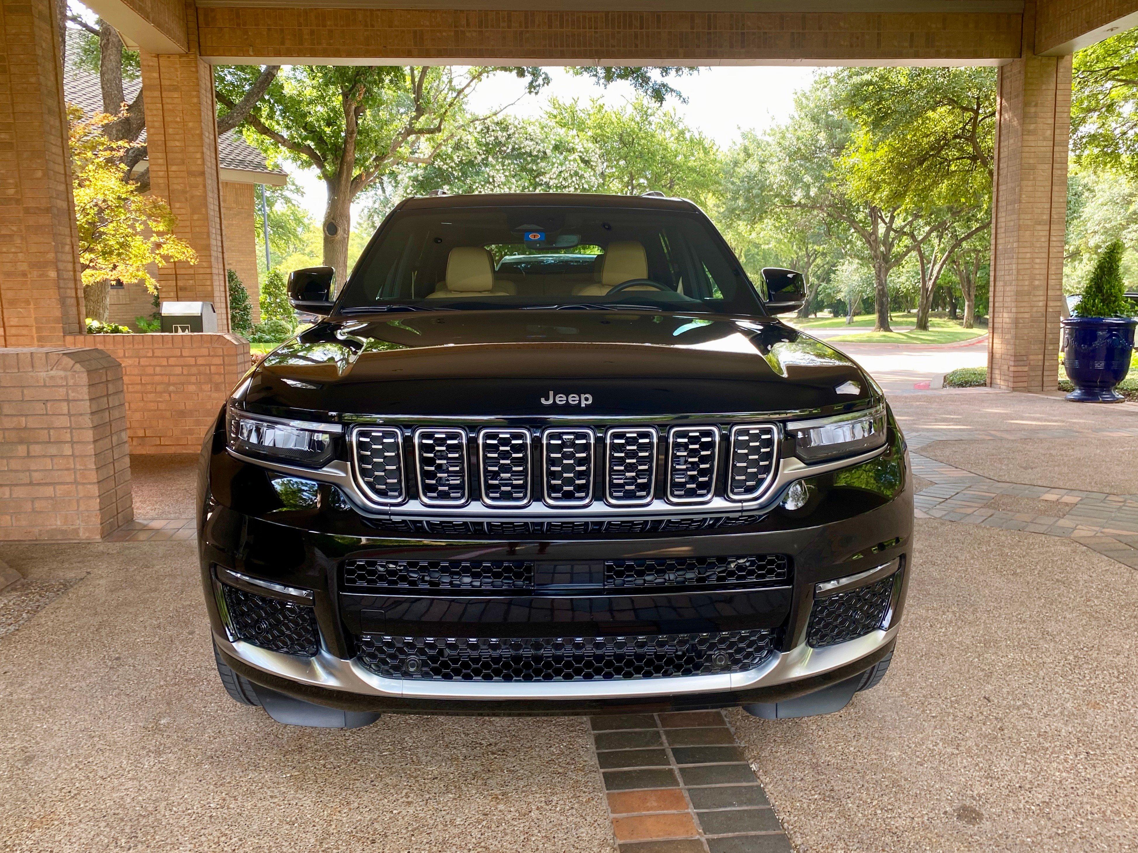 2021-Jeep-Grand-Cherokee-L-grille-carprousa