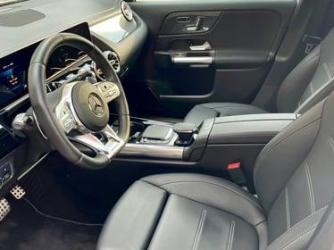 2021-Mercedes-Benz-GLA45-front-row (2)