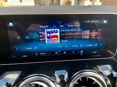 2021-Mercedes-Benz-GLA45-radio-carprousa-2