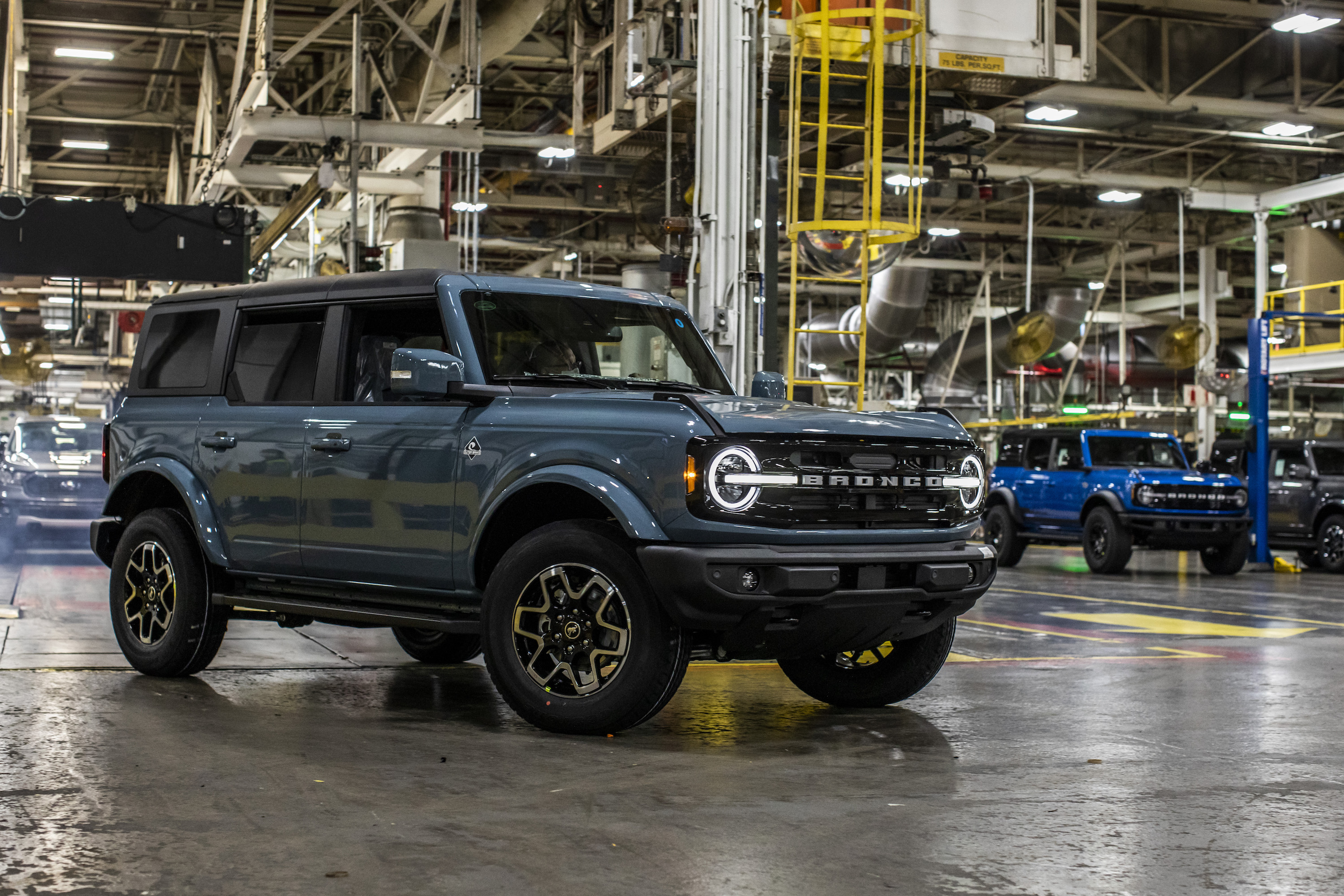 2021-ford-Bronco-production-4-door-credit-ford