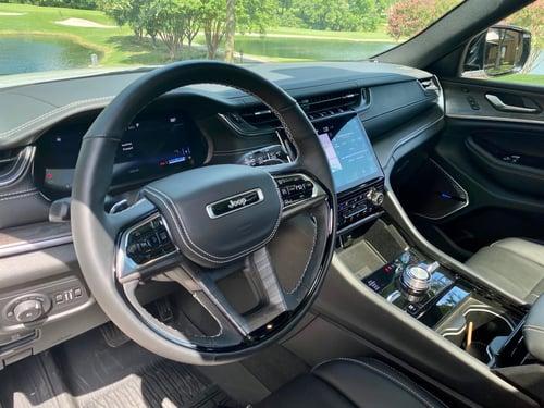 2021-jeep-grand-cherokee-l-steering-wheel