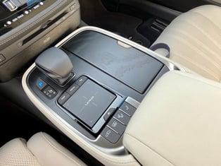 2021-lexus-ls-500-center console-carprousa