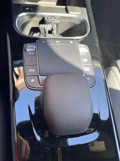 2021-mercedes-benz-a220-console-carprousa