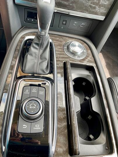 2021-nissan-armada-platinum-vertical-console-carprousa.