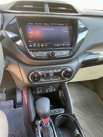 2022-Chevrolet-Blazer-RS-center-console-CarProUSA