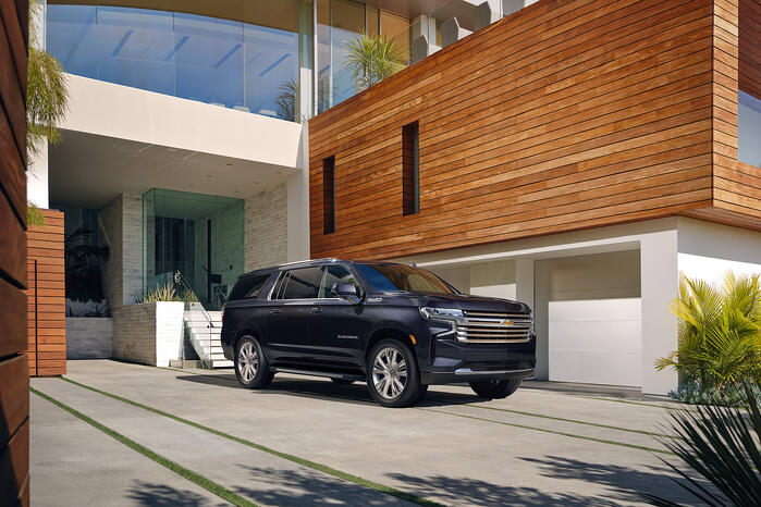 2022-Chevrolet-Suburban-high-country-credit-chevrolet02