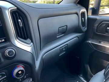 2022-Chevrolet-silverado-2500hd-interior-dash-carprousa