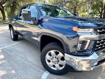 2022-Chevrolet-silverado-2500hd-partial-grille-dash-carprousa.