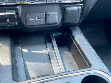 2022-Chevrolet-silverado-2500hd-wireless-charger-carprousa.