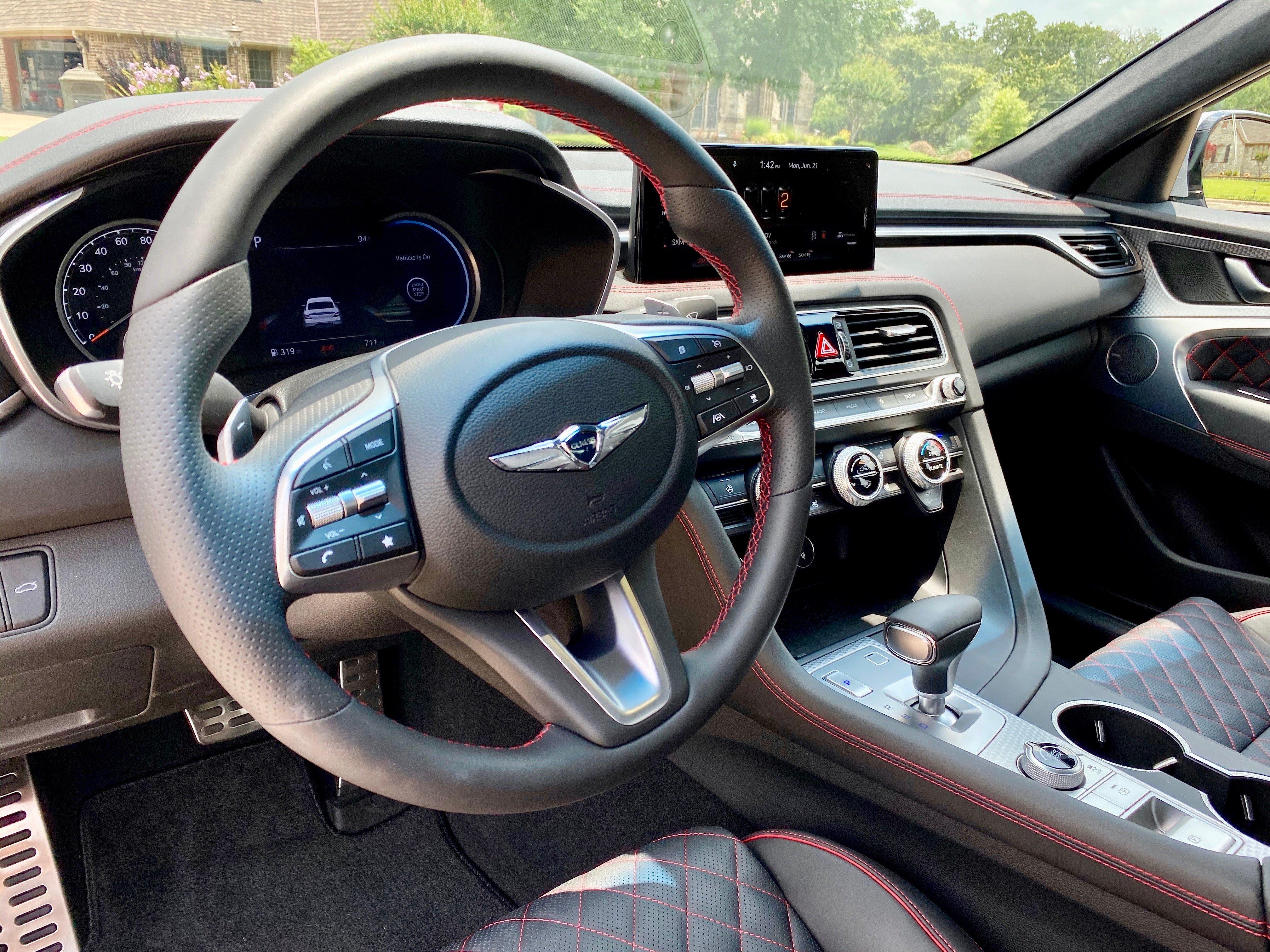 2022-Genesis-g70-steering-wheel-carprousa