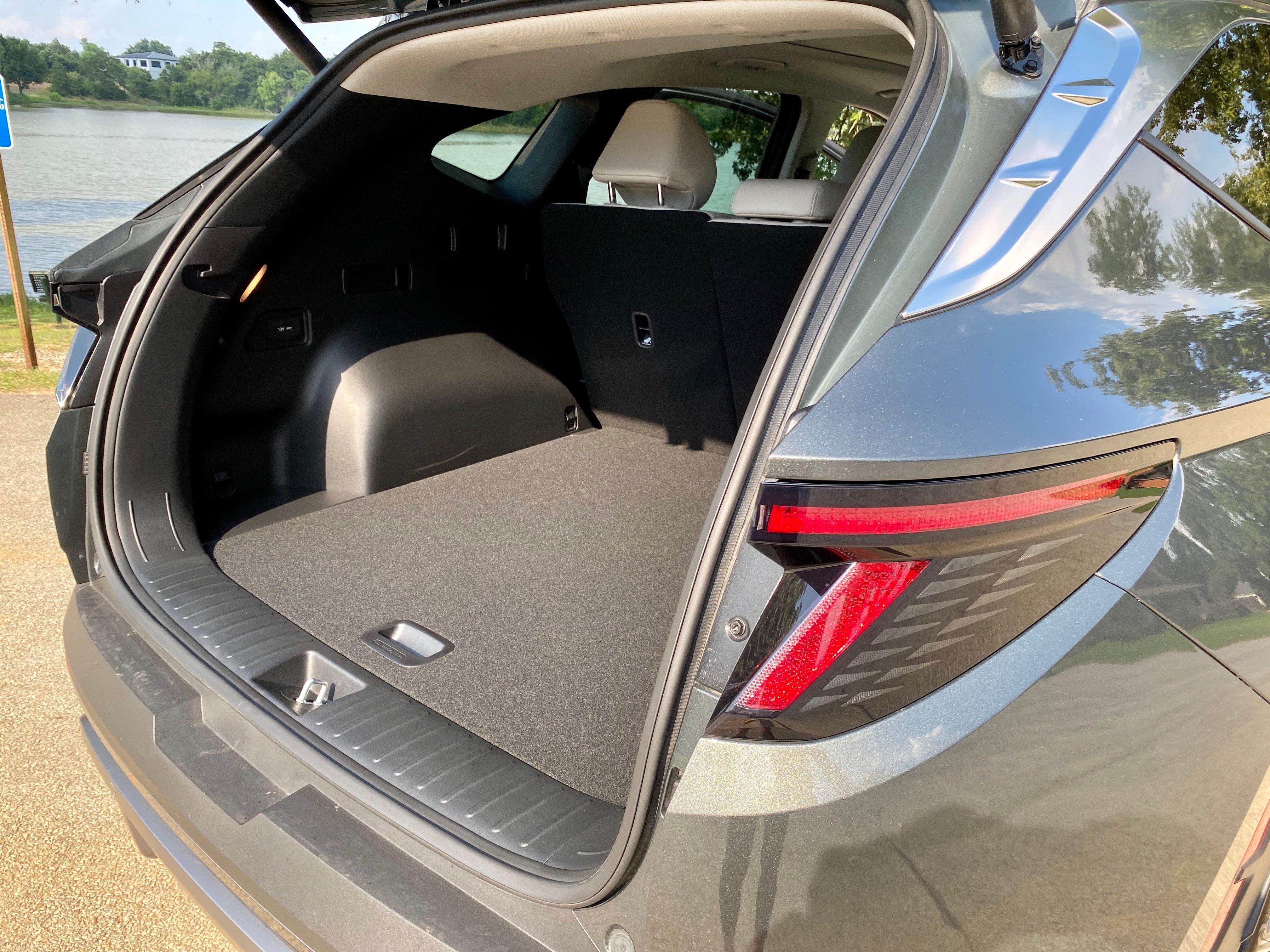 2022-Hyundai-Tucson-cargo-carprousa.