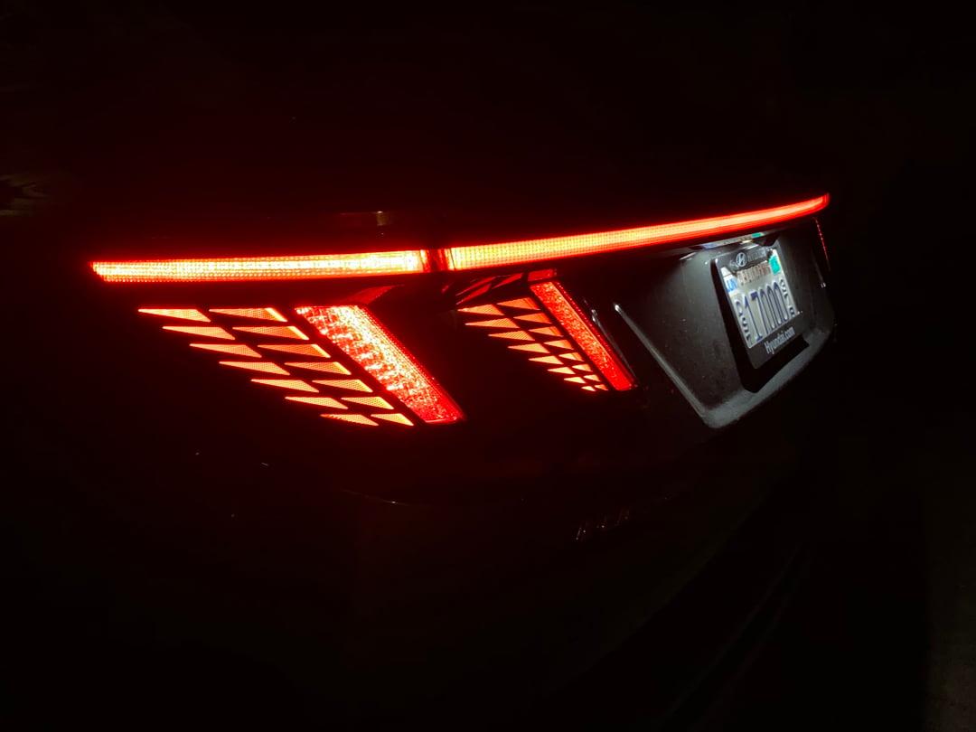 2022-Hyundai-Tucson-tight-taillights-carprousa.