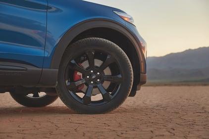 2022-ford-explorer-st-wheel