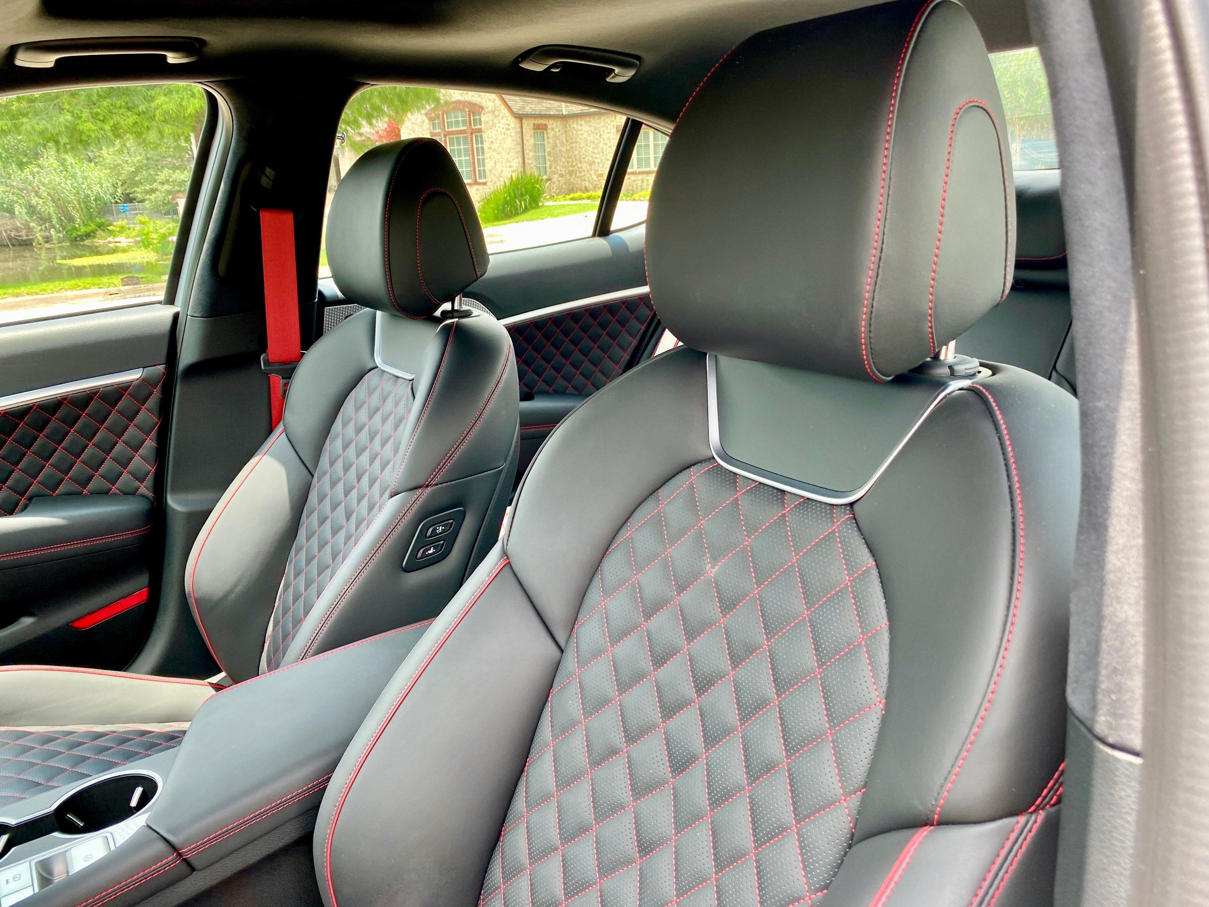 2022-genesis-g70-33t-driver-seat-carprousa