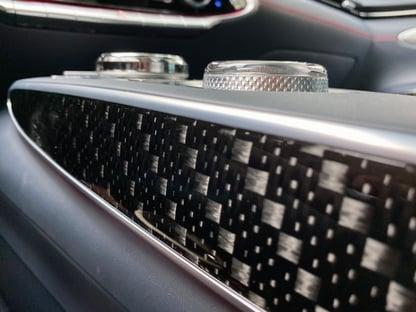 2022-genesis-gv70-carbon-fiber-closeup-carprousa