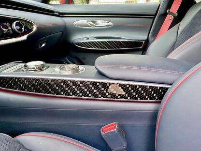 2022-genesis-gv70-carbon-trim-carprousa
