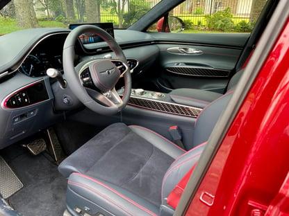2022-genesis-gv70-front-seats-carprousa