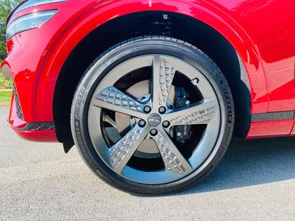 2022-genesis-gv70-sport-wheels-carprousa
