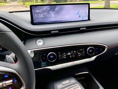 2022-genesis-gv70-wide-digital-display