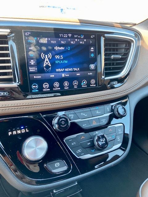 2020 Chrysler Pacifica touchscreen