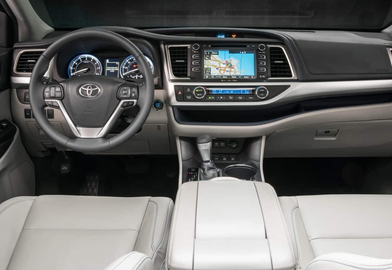 2017 Toyota Highlander Hybrid XLE Test Drive Photo Gallery
