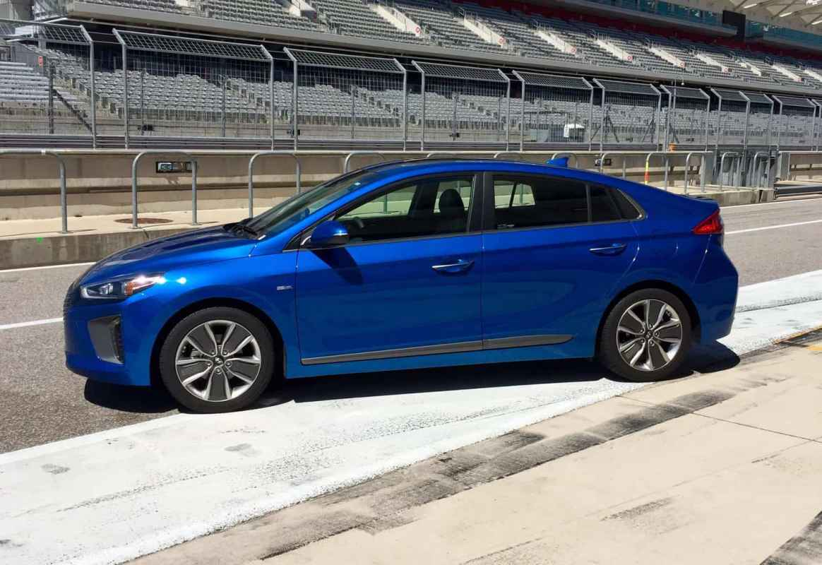 2017 Hyundai Ioniq Hybrid Limited Test Drive Photo Gallery