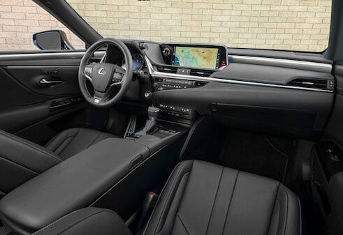 Redesigned 2019 Lexus ES 300h Sports New Styling, Better Interior Photo Gallery