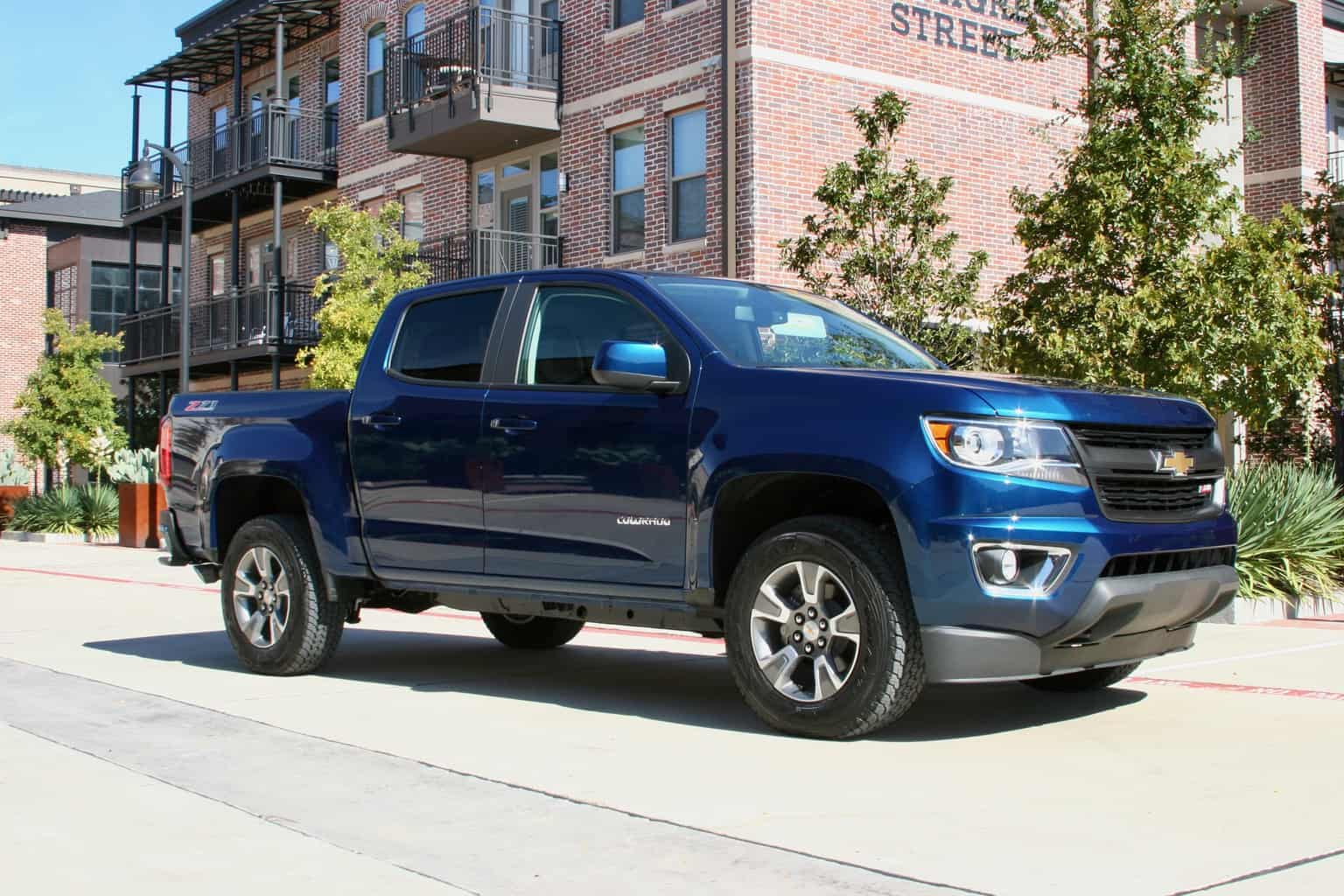 The 2019 Chevrolet Colorado Z71 Conquers Road Ahead And Looks Good Doing It Photo Gallery